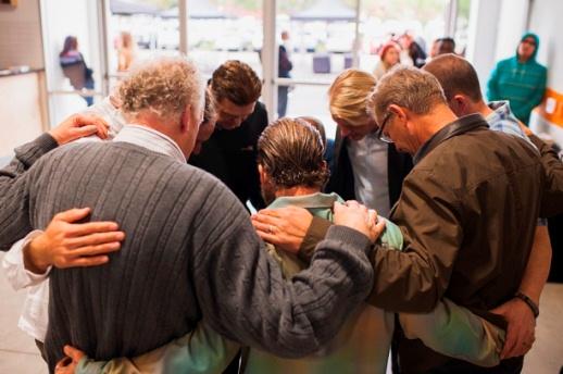 Pastor Prayer3